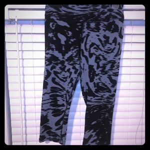 Nike Dri-Fit Black and Grey Cropped Leggings Med